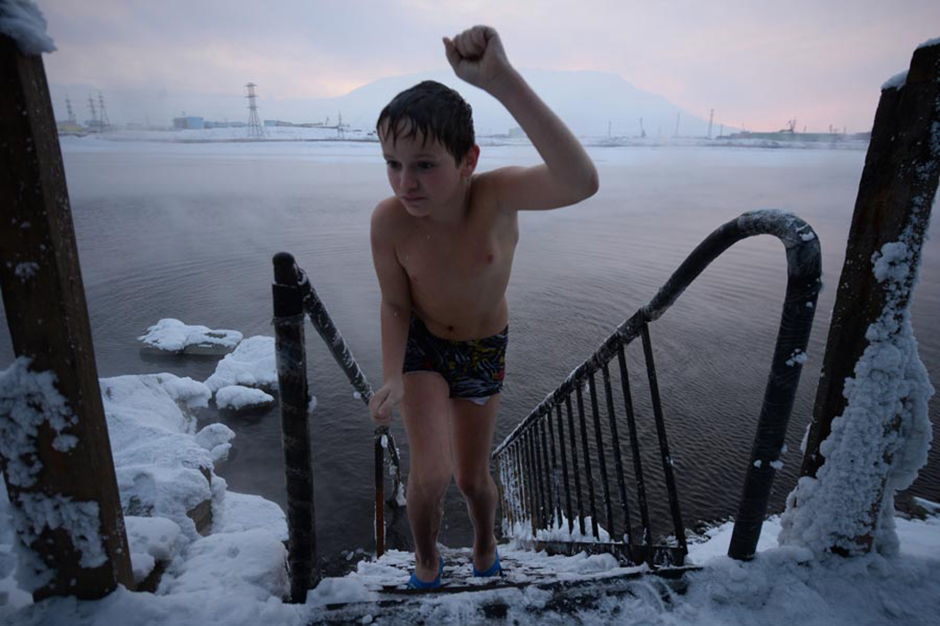 Expert opinion and practice suggests that the benefits of winter swimming outweigh the potential harm. Bathing in an ice-hole increases blood circulation, relieves pain in the shoulders, joints and back, and reduces depression, asthma symptoms and insomnia. Winter swimming helps patients with rheumatoid arthritis and fibromyalgia.