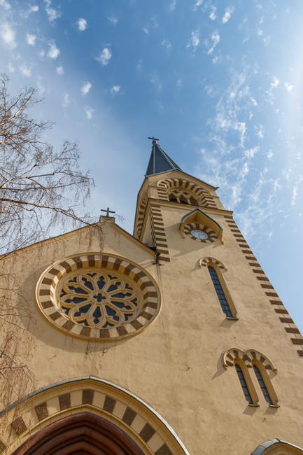 Парохијата Сент Луис од Франција е Католичка црква лоцирана во Москва на улицата Малаја Лубјанка 12А. Црквата оперира и со едно училиште. Мисата се одржува на француски и руски јазик. Бесплатно е да ја посетите иако посетителите мораат да бидат тивки и пристојно облечени.