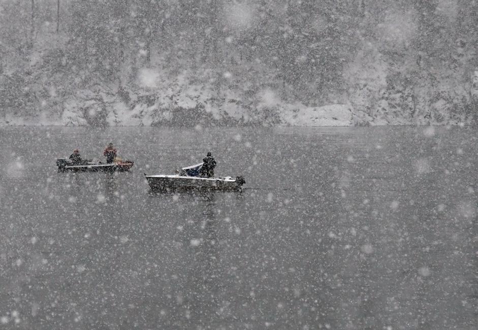"""""""Pecanje"""". Fotografija je nastala na Jeniseju, u okolici Krasnojarska, dok je padao prvi snijeg."""