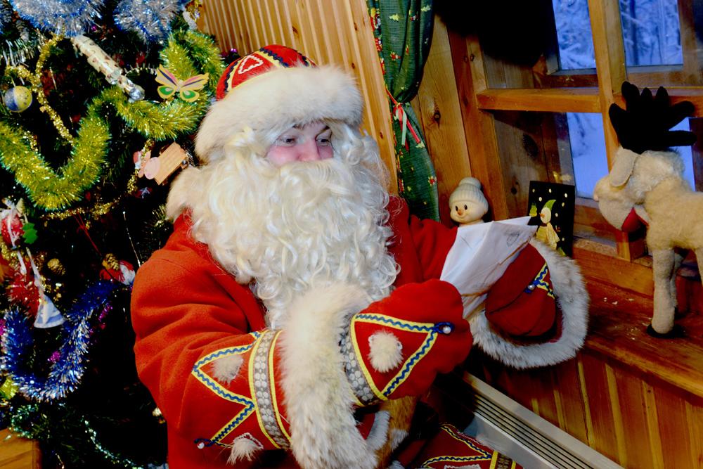 新年に会いたい人といったら誰だろう?もちろんファーザー・フロストだ(ジェド・マロースと呼ばれるロシア版のサンタクロース)。赤い(青もある)衣装をまとい、灰色のひげをつけた役者は、新年シーズンにかなりの金額を稼ぐ。