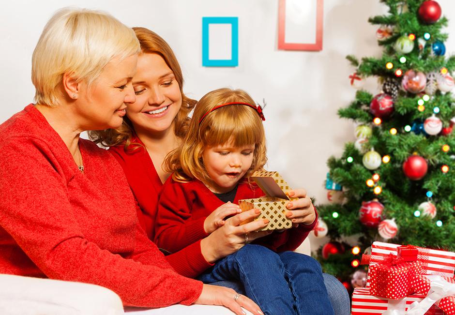 5. januar. Ko postane na dači dolgočasno, je pravi čas, da se odpravite na obisk k sorodnikom, si izmenjate darila in poklepetate ob družinski večerji.
