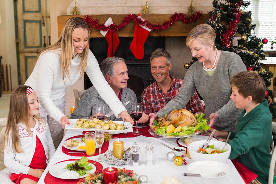 7. januar. Božič v Rusiji praznujejo, čeprav se ga mnogi ne spominjajo v religioznem smislu. Ne gredo vsi k bogoslužju v cerkev, več ljudi podoživlja tihi družinski praznik, vključno z vsemi starejšimi.