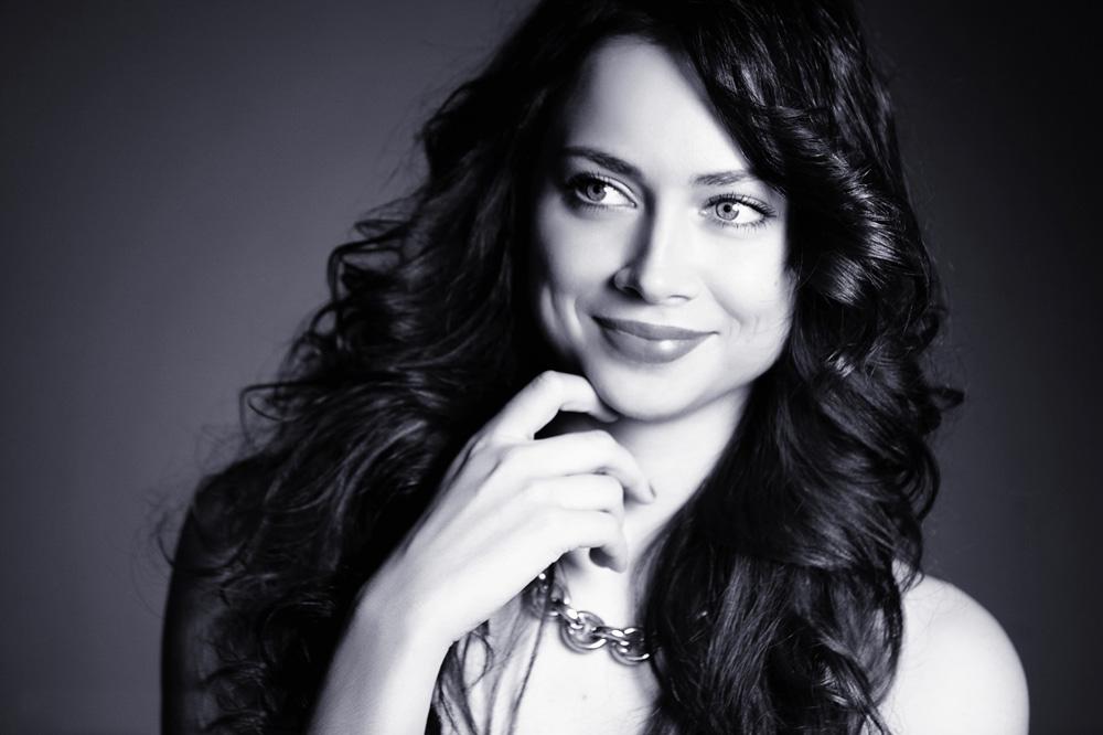 Nastasja je diplomirala na Ruskoj dramskoj akademiji, potom je radila u Moskovskom dramskom kazalištu, koje se nalazi u ulici Malaja Bronnaja.