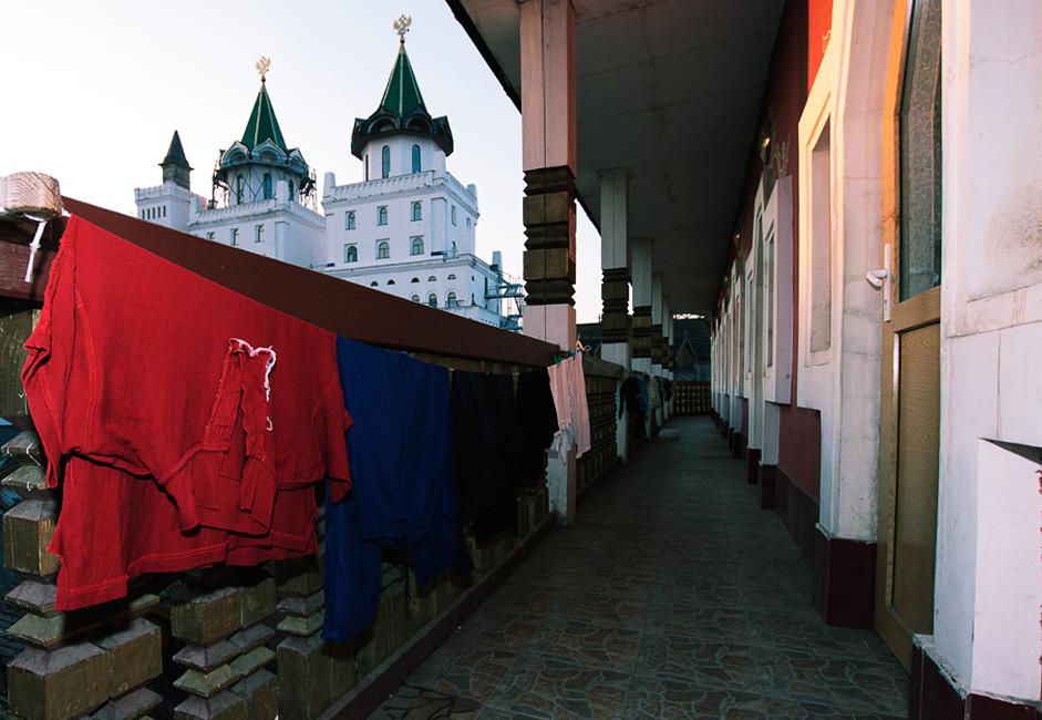 イズマイロヴォは、市場での強盗が多い為、3位となった。さらには、イズマイロヴォには森林が多い公園があり、ここでは暴行や殺人事件が報告されている。