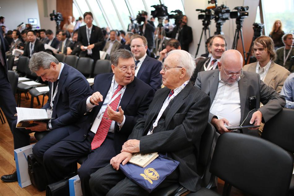駐日ロシア連邦特命全権大使エフゲニー・アファナシエフ