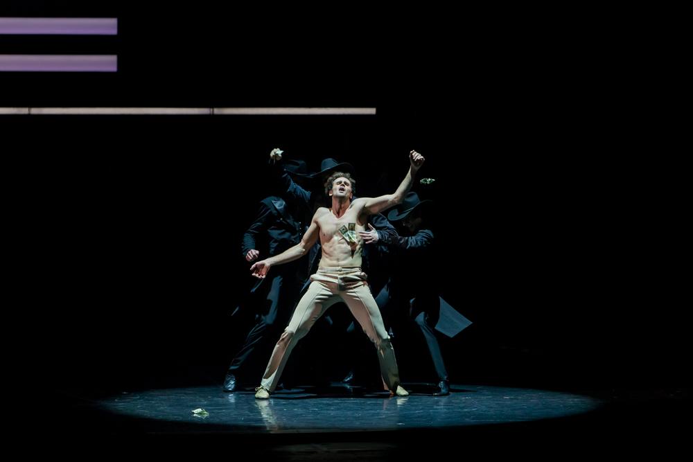 En mars, le spectacle sera représenté à Riga, puis passera sur les scènes de Chicago, de New York et de Costa Mesa (Californie).