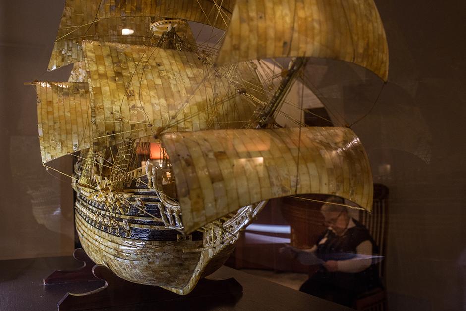 """10/15. У музеју се може видети модел од ћилибара шведског ратног брода """"Васа"""", који је потонуо током прве пловидбе 1628."""