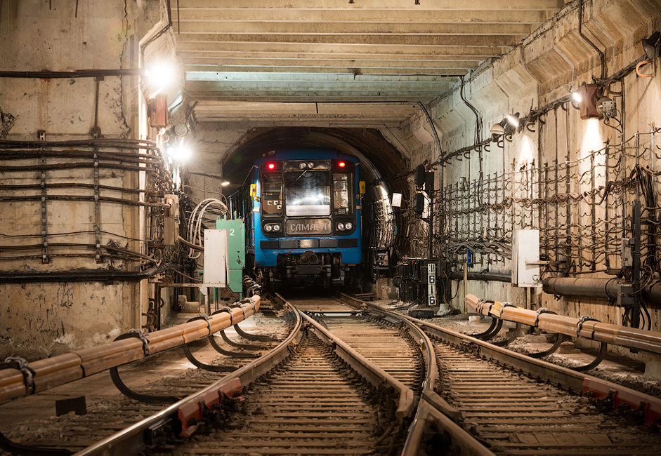 The Samara underground system was opened in 1987, becoming the fifth metro in Russia and the twelfth in the Soviet Union. Distance between Moscow and Samara is 542 miles or 872.08 kilometers.