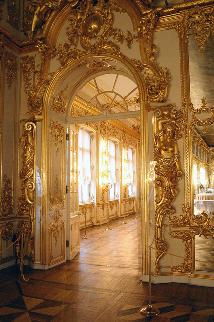 The territory features two main palaces - the Alexander Palace (Neoclassical) and the Catherine Palace (Rococo). The Great hall of the Catherine palace is over 800 square metres was intended as the venue for official receptions and celebrations, banquets, balls and masquerades.