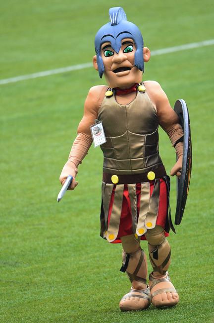 CSKAモスクワの最大のライバル「スパルタク・モスクワ」。サポーターはライバルに「豚」、「肉」と呼ばれている。モスクワの精肉コンビナートでチームが結成されたためだ。だがクラブは豚ではなく、その名称にもなっているスパルタクスから剣闘士をマスコットに選んだ。ローマの剣闘士の銅像は、昨年モスクワで開業した新スタジアム「スパルタク」のわきに立っている。