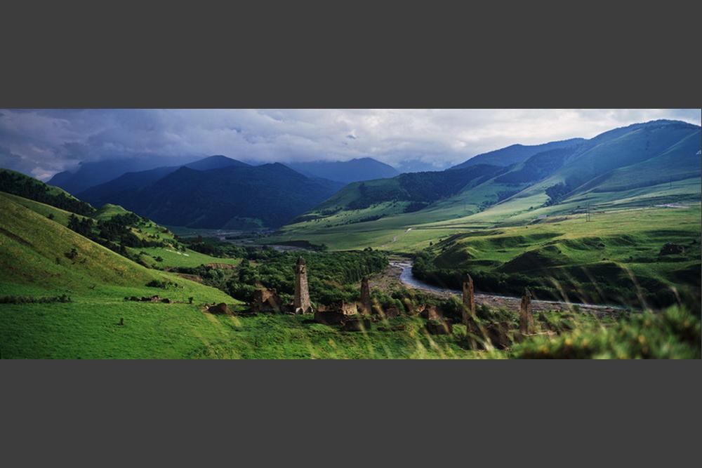 Central House of Artists di Moskow baru saja selesai menyelenggarakan pameran fotografi alam Rusia bertajuk 'Primeval Russia' pada Minggu (22/2) lalu. Pameran tersebut menyajikan 20 proyek fotografi terbaik yang didedikasikan bagi keindahan alam Rusia. Kali ini, RBTH akan menampilkan salah satu proyek fotografi yang bertema 'Kaukasus: Dari Pesisir ke Pesisir'.