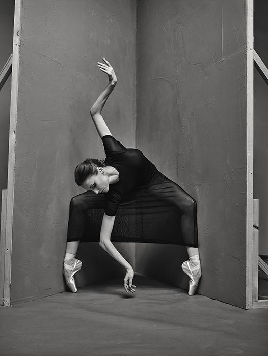 10年後、フリトケス氏は再びバレエに魅力を感じた。今回の彼のレンズの被写体は、改修されたボリショイ劇場のスターの一人であるスヴェトラーナ・ザハロワである。