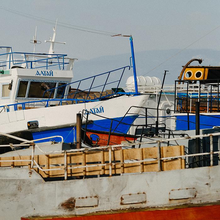 Na pitanje što se radi s tonom ribe, ribari odgovaraju da je prodaju u Hužirskoj luci za 40 rubalja po kilogramu.