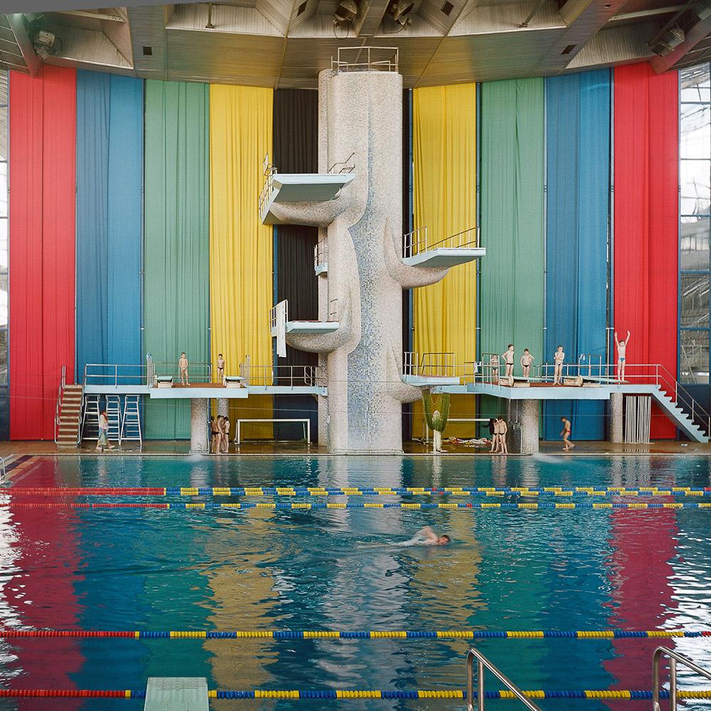 Einige gehen sogar so weit zu sagen, dass sich die Sowjetunion niemals vollständig von den Kosten für die Olympischen Spiele erholt habe und das dies einer der Gründe für ihren Zusammenbruch gewesen sein könnte. // Hallenbad im Sportkomplex Olimpijski