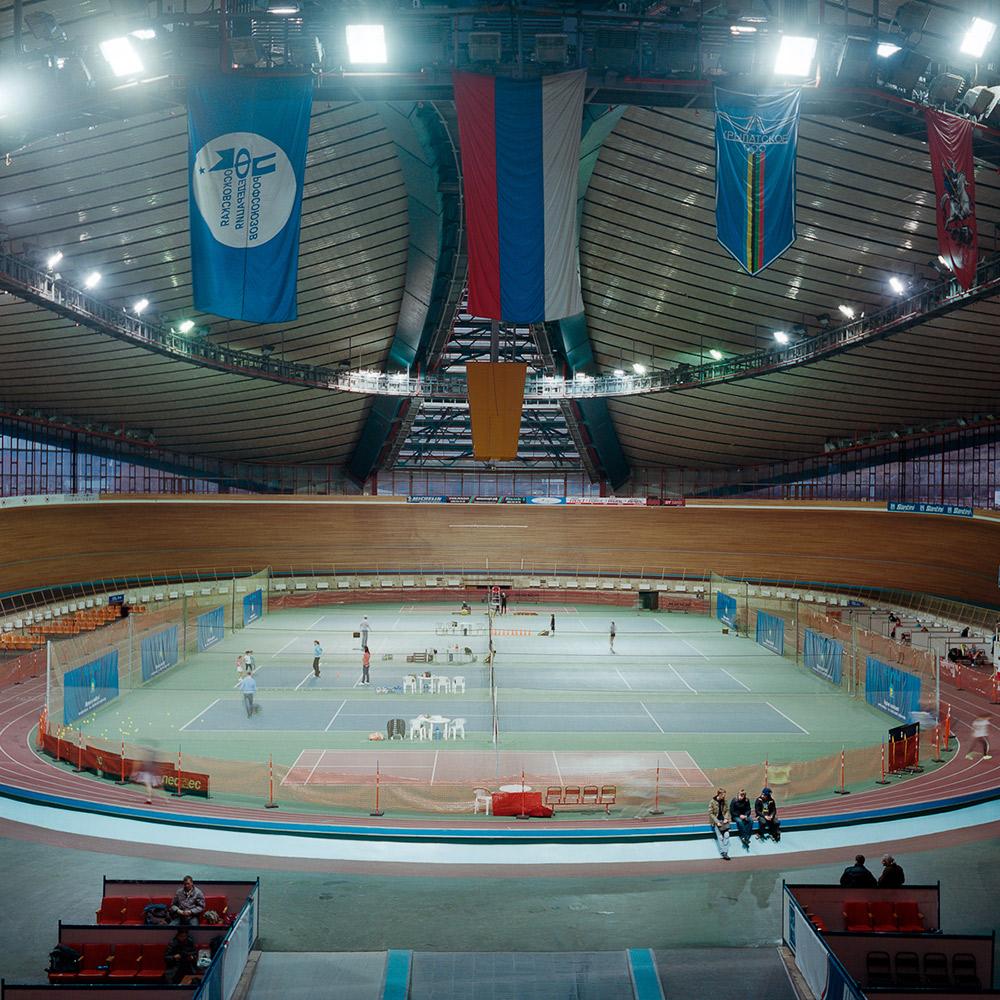 Einige Sportstätten werden noch in ihrer alten Funktion verwendet, anderen kam eine neu Funktion zu und widerum andere sind heute nahezu verlassen. //  Radweg in Krylatskoje