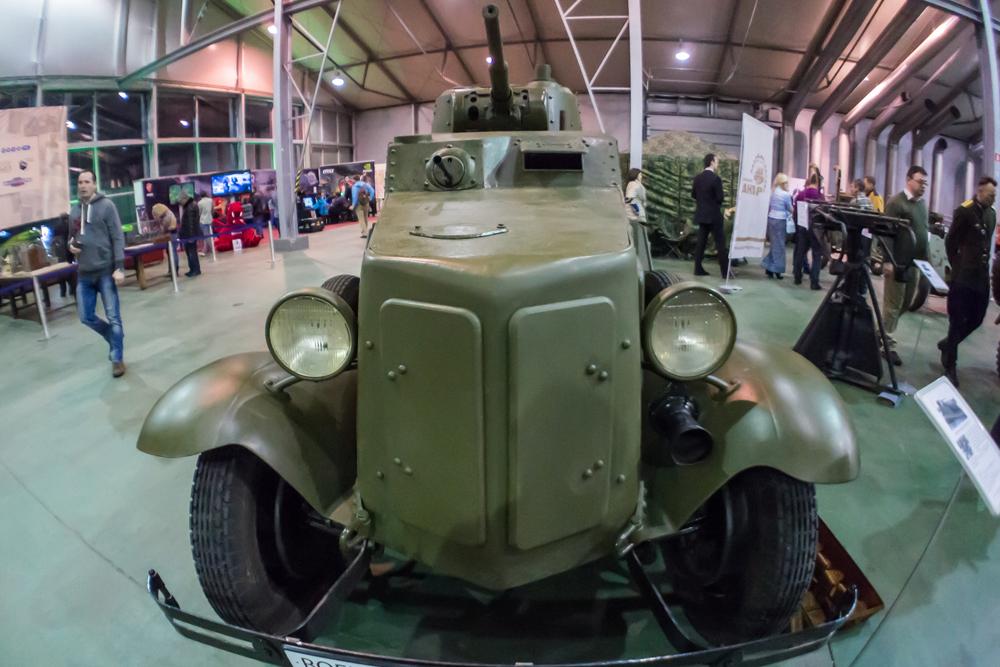 Kendaraan lapis baja Soviet BA-10 dari Brigade Tank ke-16 hancur-lebur saat menjalani pertempuran di Stasiun Pogostye dalam Serangan Luban 1942. Benda yang ditemukan 70 tahun kemudian ini telah direstorasi seperti semula dan dapat ditemukan dalam pameran.