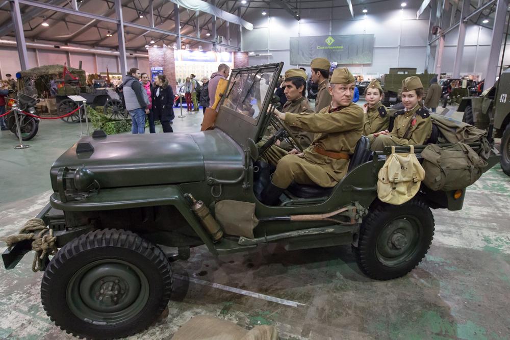 このウィリス社のジープは、ソビエト赤軍の指揮官たちの間でもっとも人気のある車両の1つであった。そしてアメリカが、それらの車両をレザージャケットとともにドライバーたちの為にソ連に引き渡したのか否かに関しての議論は、今も尚つづいている。