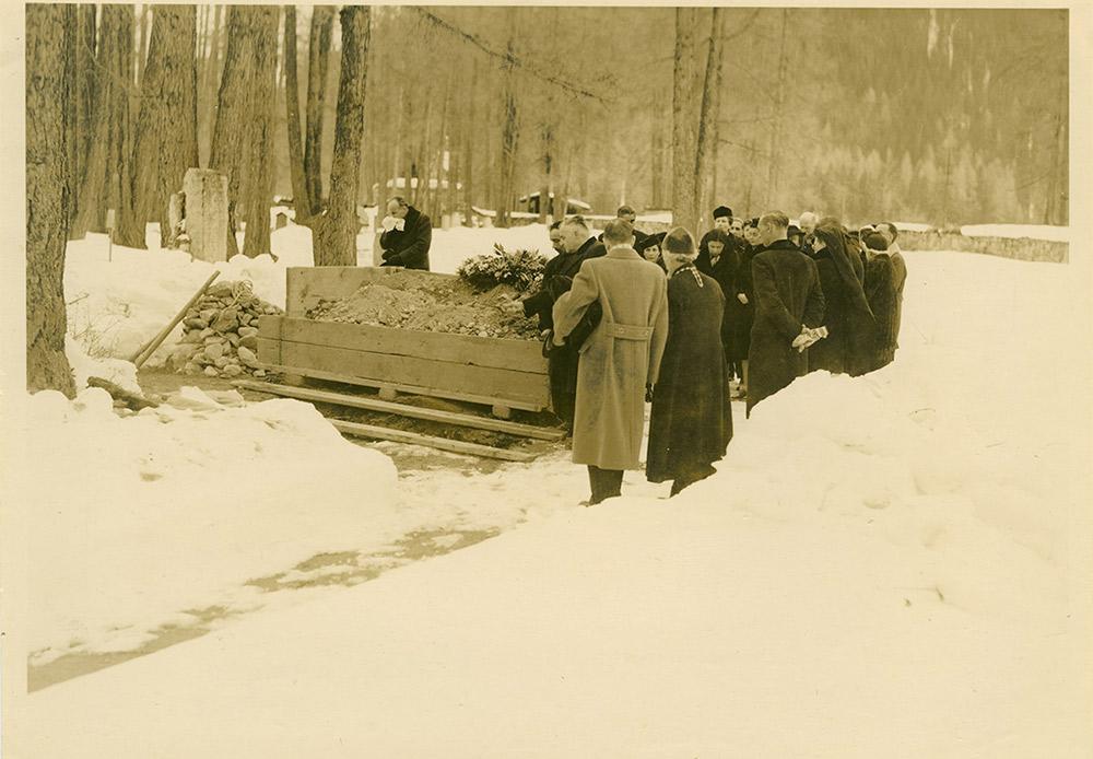 Dmitri murió a la edad de 50 años. / Funeral del gran duque, Davos, Suiza, 1942.