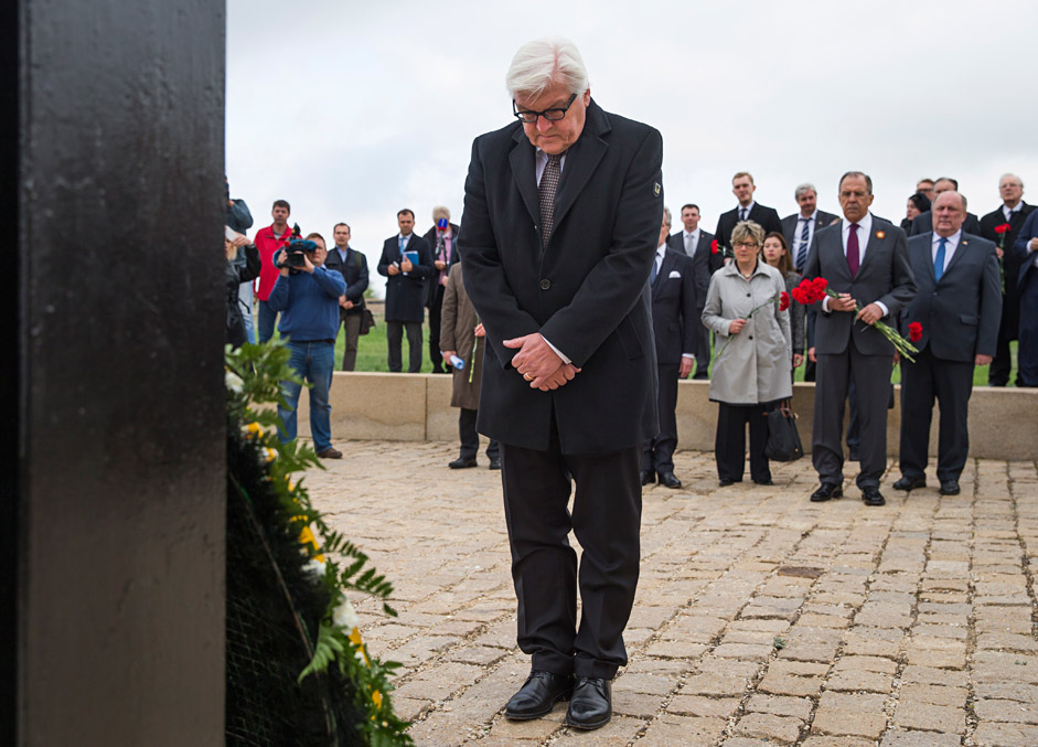 German Foreign Minister Frank-Walter Steinmeier lays wreath at a cemetery where German soldiers killed during World War II are buried, near Volgograd, Russia, Thursday, May 7, 2015. Second right in the background is Russian Foreign Minister Sergey Lavrov.