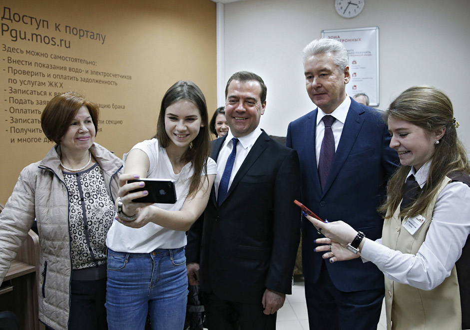 Prime Minister Dmitry Medvedev (center) and Moscow Mayor Sergei Sobyanin (second left) visiting the Strogino Multi-functional Center of state and municipal services, March 19, 2015.