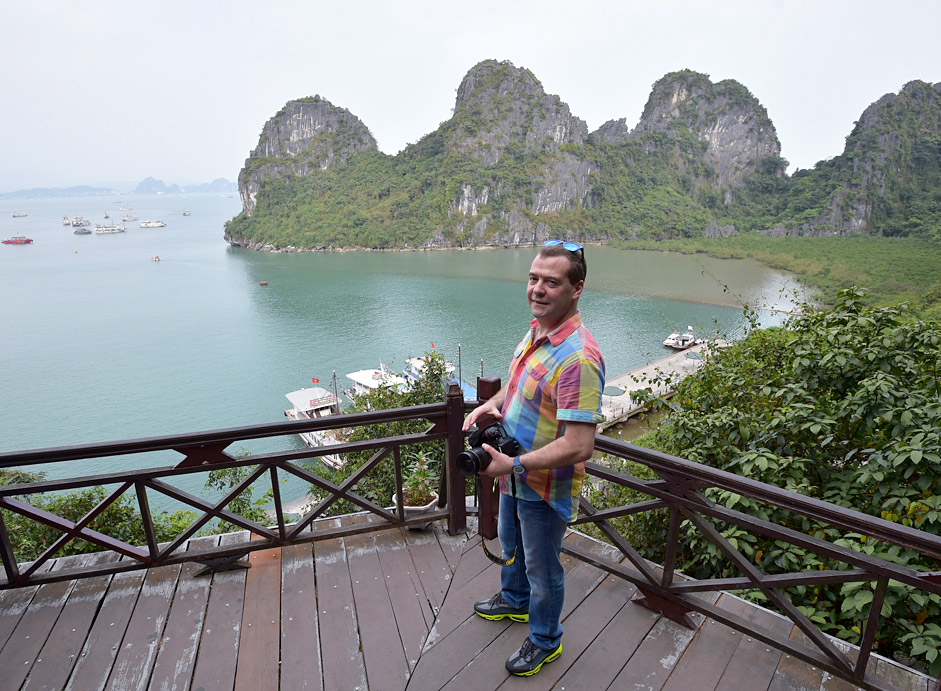 Prime Minister Dmitry Medvedev visits Ha Long Bay.