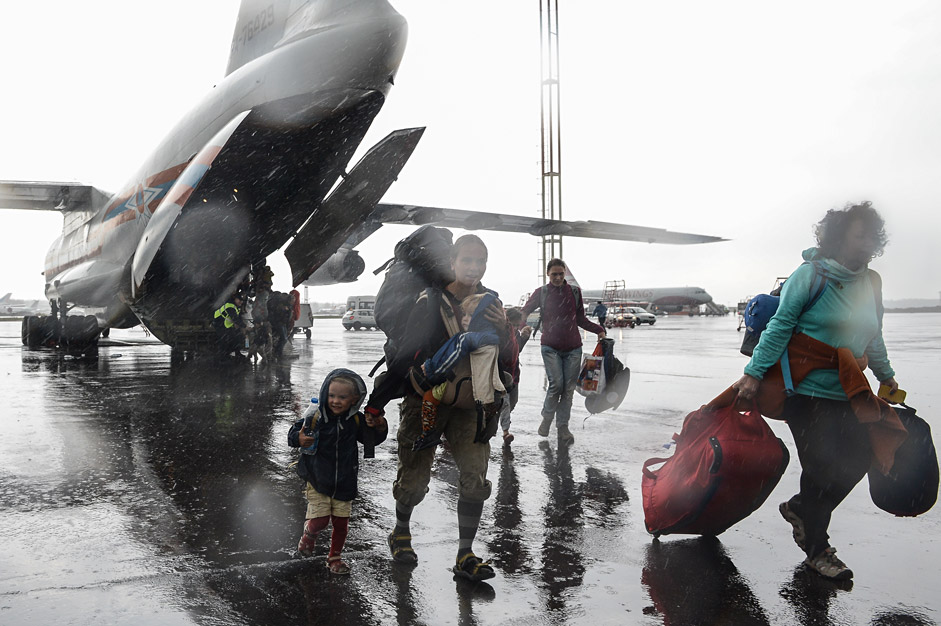 Two Russian Emergency Situations Ministry planes landed at Domodedovo Airport in the Moscow Region on April 29. On board were Russians and foreign citizens who left Nepal following the 7.8-magnitude earthquake that struck the region on April 25, killing at least 5,000 people.