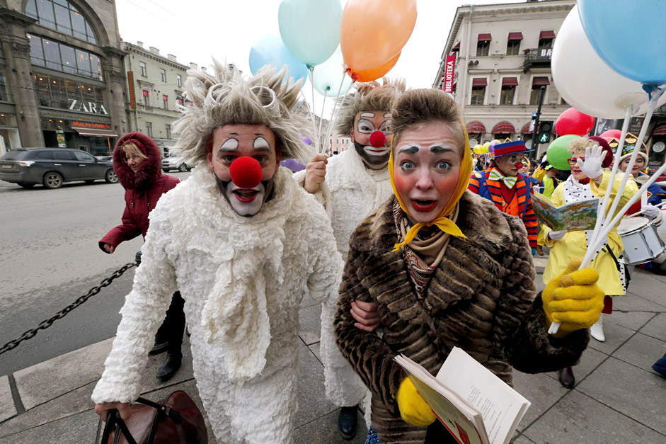 Actors of the clown-mime theater 'Mimigranty' celebrate the Humor Day in central St. Petersburg, Russia, 01 April 2015