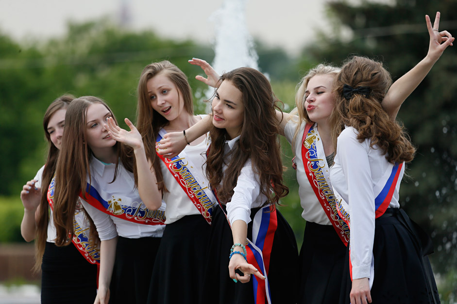 Moscow graduate teenagers celebrate after their Last Ring ceremony in Moscow, Russia, 22 May 2015. The event marks their last day of school.