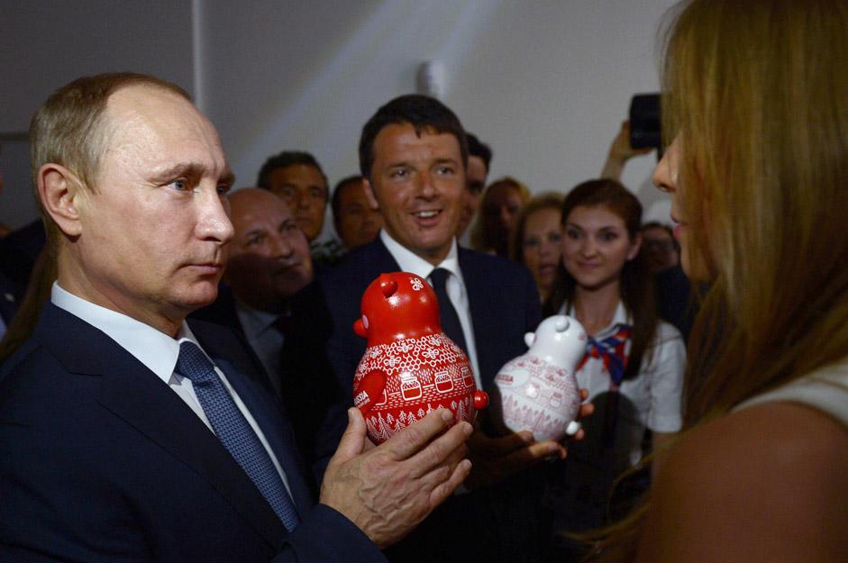 Russia's President Vladimir Putin and Italian Prime Minister Matteo Renzi attend Expo Milano 2015.