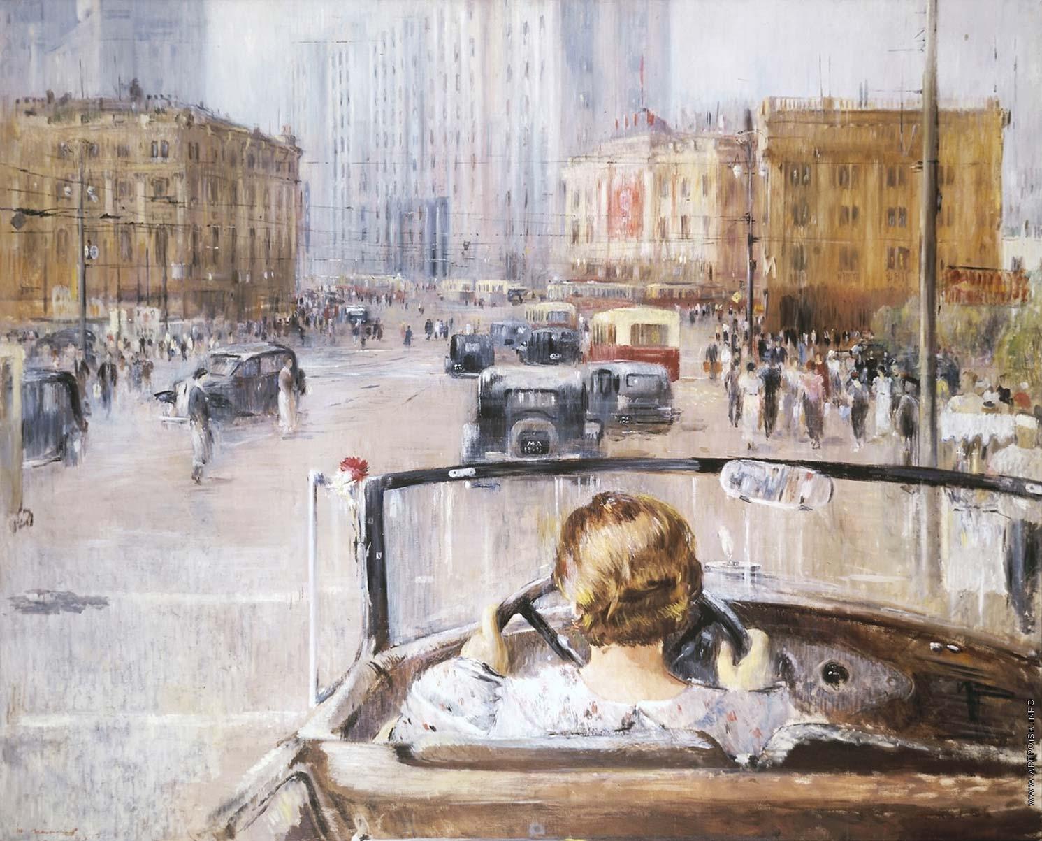 この絵画はモスクワの一連の作品を構成している一作品で、ユーリー・ピメノフが1930年代半ばに着手したものだ。自動車を運転する女性の姿は、当時はかなりめずらしい光景だった。この絵は、新しい時代の生活そして新しいモスクワの象徴として画家の同時代の人々が目にした様子をとらえている。/ 『新たなモスクワ』、ユーリー・ピメノフ、1937年