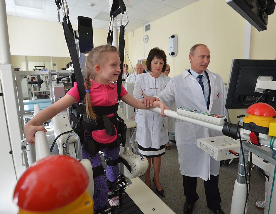 Russian President Vladimir Putin visits the Emergency Children's Surgery and Traumatology Research Institute in Moscow, June 1, 2015. Russia marks International Day for Protection of Children on June 1.