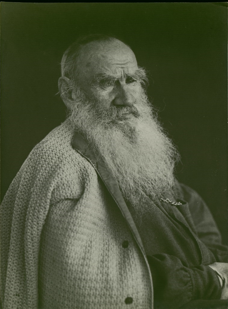 The prominent part of the museum's collection consists of pictures taken by Tolstoy's close friend and editor Vladimir Chertkov. He tried to express the complexity of the writer's spiritual power.  Chertkov made a series of simultaneous close-up portraits. // Photo from the series by Vladimir Chertkov, Yasnaya Polyana