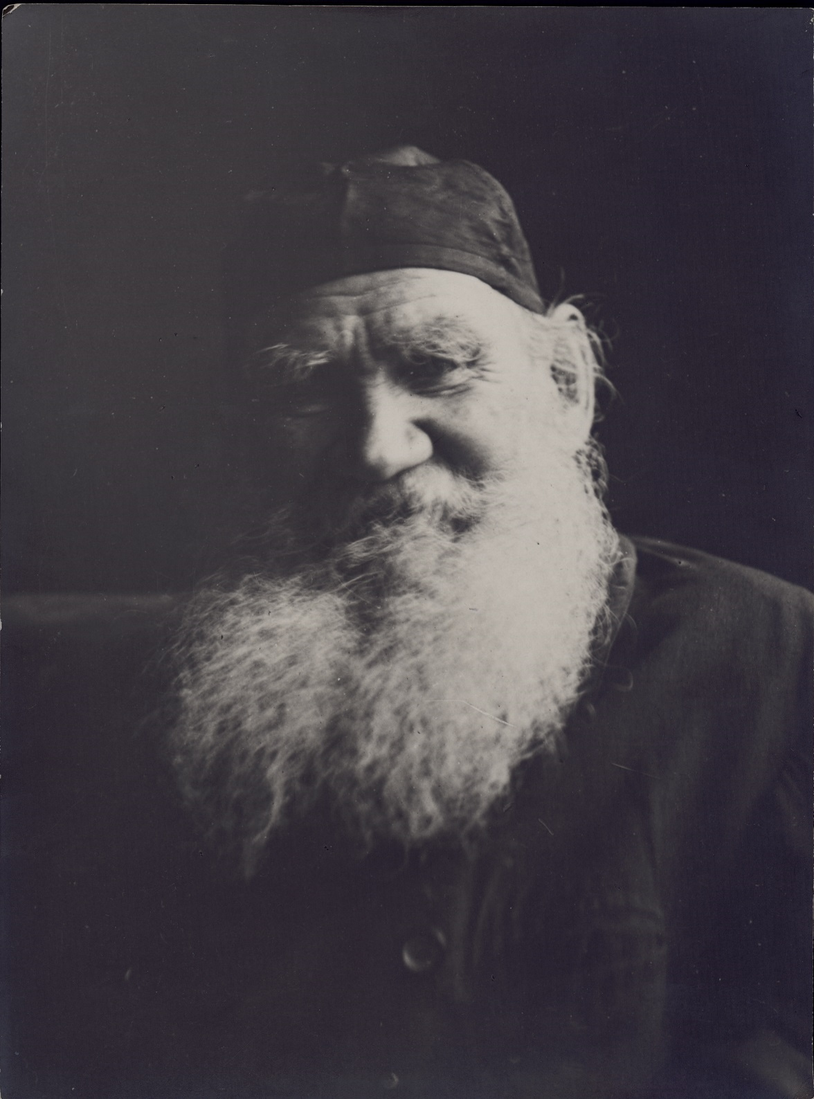 Among all the literary pieces written by Leo Tolstoy, 174 have been preserved, including unfinished essays and drafts. One might think that to accomplish such amount of work he had to write around the clock. However, Tolstoy's life was incredibly diverse. // Photo from the series by Vladimir Chertkov, Yasnaya Polyana