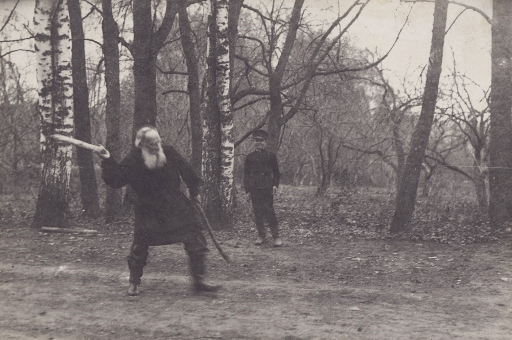 In his final years Tolstoy did not like to be photographed and was not fond of the press, considering photography to be a bit of fun for the nobility. Reporters showed great persistence. // Tolstoy playing skittles with Vladimir Chertkov, son of his friend Vladimir Chertkov, in a local Park, May 1909. Photo by T. Tapsel
