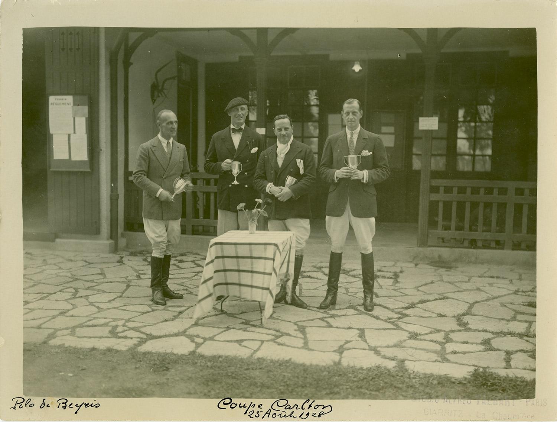 En 1912, le grand-duc Dimitri a pris part aux compétitions de polo aux Jeux olympiques en Suède et a remporté la 9ème place. \ Sur la photo : une compétition de polo le 5 août 1928, Polo de Beyris Coupe Carlton.
