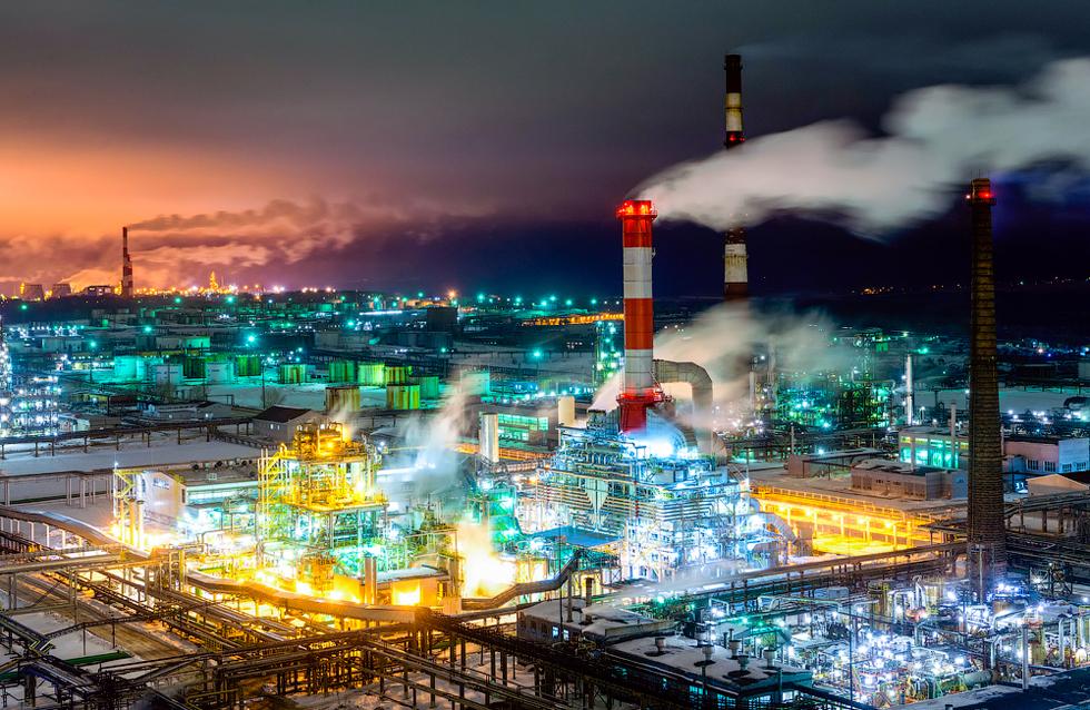 Bašneft crpi naftu na teritoriju Baškirske Republike (oko 40 posto) i zapadnog Sibira (oko 50 posto). Tvrtka je stvorena 1935. godine. Bašneft posjeduje tri rafinerije nafte koje se nalaze u Ufi.