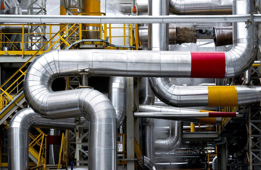 Ova rafinerija ima kapacitet od 420 tona dnevno (153 000 tona godišnje), što je trenutno čini ne samo najmoćnijom rafinerijom u Rusiji, već i u Europi.