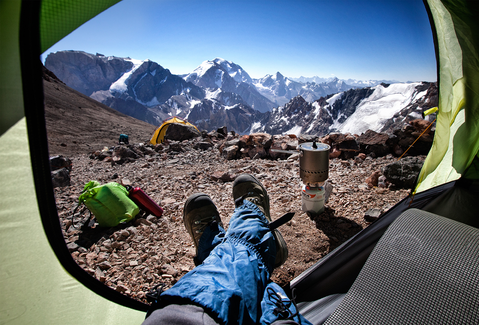 旅行のベテランであるアウトドア派のグリゴリエフさんは、テントとカメラと少しの物を持って、東ヨーロッパと中央アジアの山岳地帯の写真を撮影する。