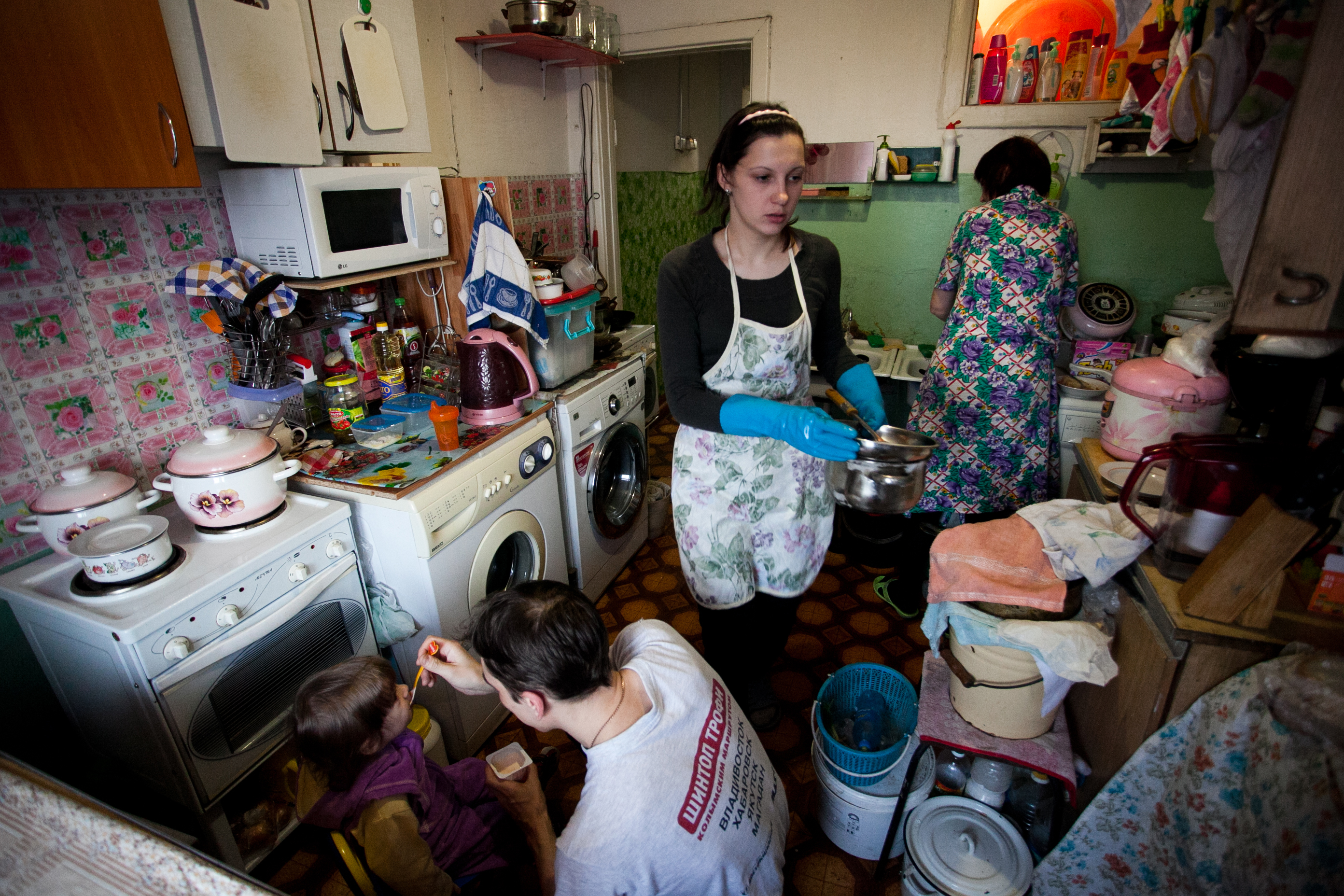 Обычные фото жены в быту дома