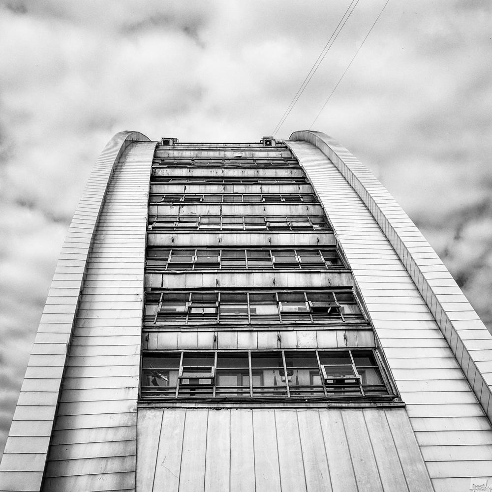 Das Gebäude in einer merkwürdigen Form (Moskau).