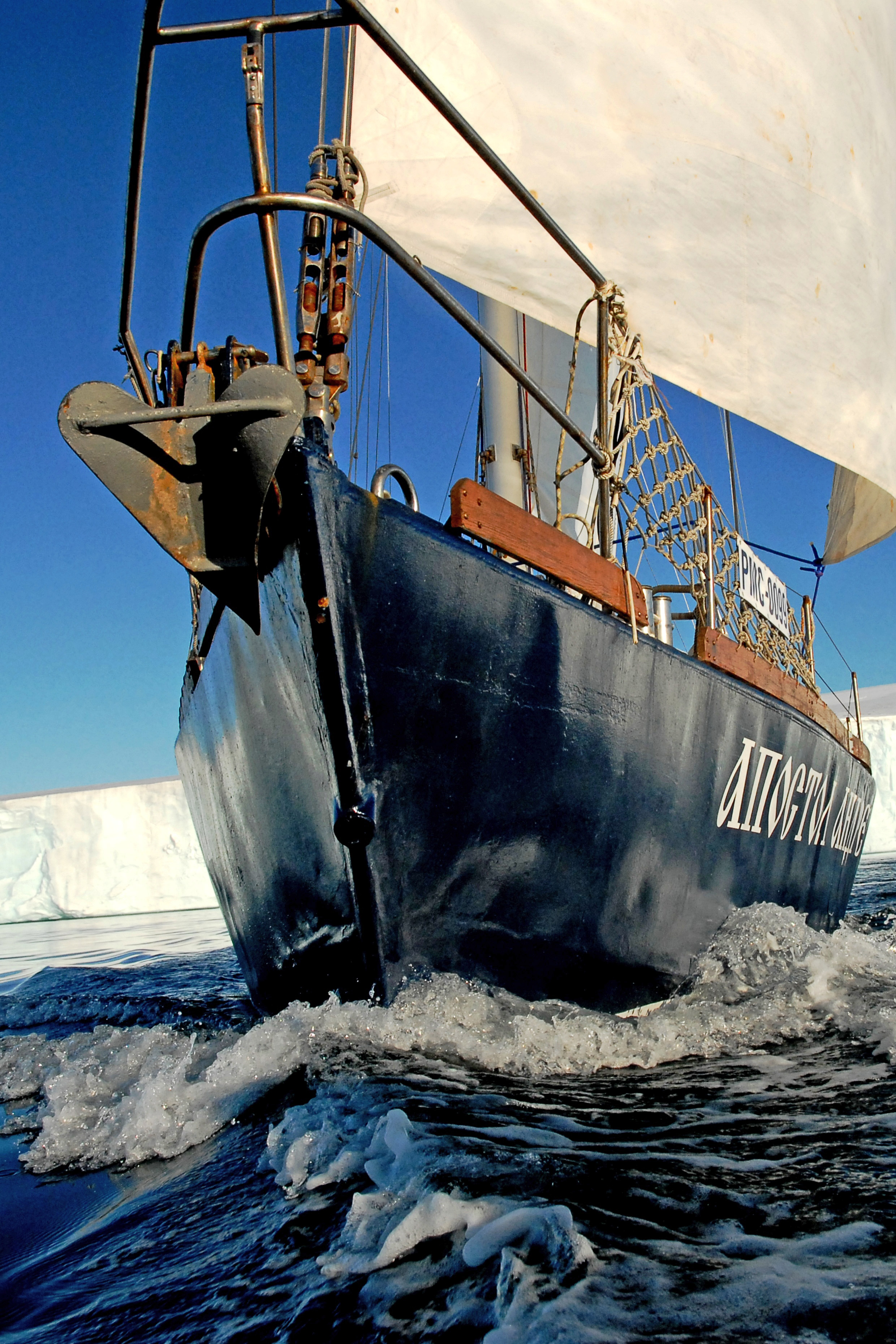 U 1929. otvorena je u Tihom zaljevu prva ruska polarna stacionarna znanstvena stanica, nakon tog događaja Zemlja Franje Josipa međunarodno je prepoznata kao ruski teritorij.