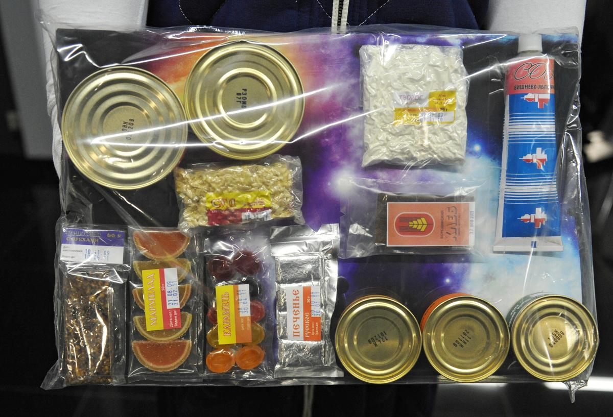 Uma equipe inteira trabalha apenas para produzir alimentos para os cosmonautas. Foto: RIA Nóvosti
