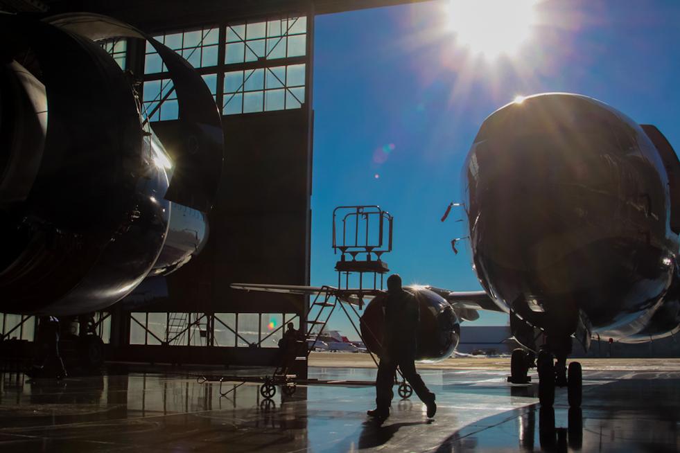 8/8. Компанија је 2000. добила сертификат за самостално одржавање авиона у складу са захтевима европског JAR система.