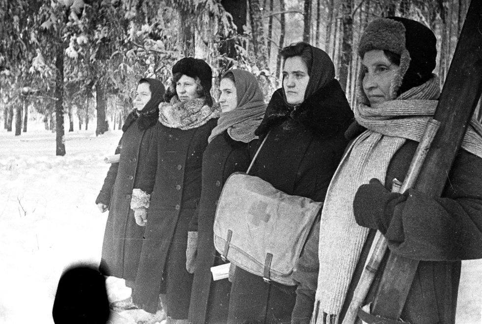 Partisanes de la division Vissokov. Région de Moscou, hiver 1941-1942.