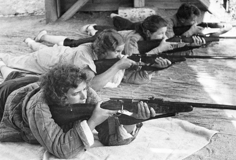 I partecipanti del concorso di artiglieria organizzato nel sanatorio Kamenev dell'Armata Rossa a Saki, Crimea. 1939-1940