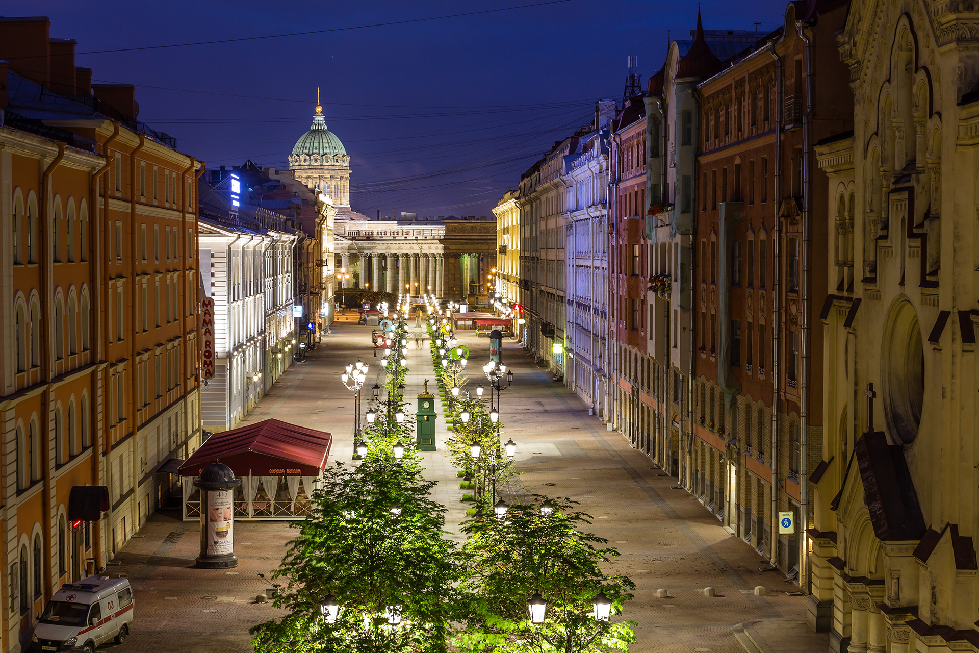 St. Petersburg is much more than just a vibrant city: it's a never-ending feast. From its wide avenues to its ornate remnants from its Imperial past, Russia's Venice of the North never fails to impress.