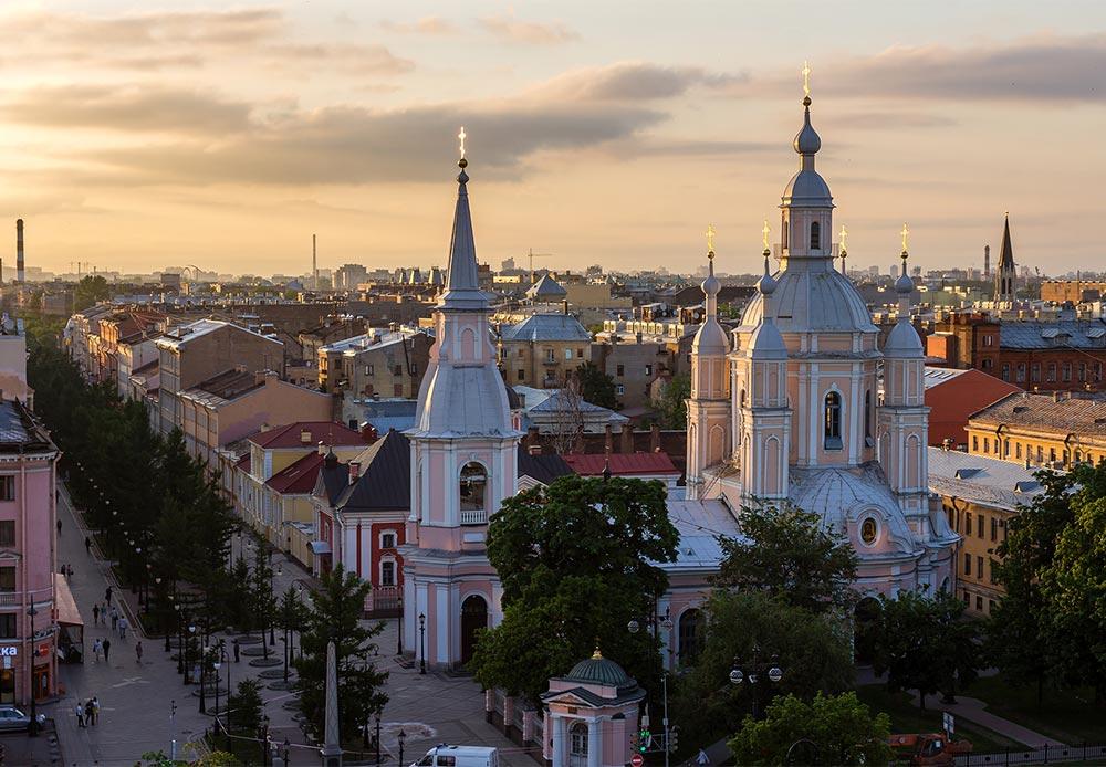 サンクトペテルブルクのエルミタージュ美術館は、ロシアの至宝だ。ネヴァ川沿いに所在し、女帝エリザヴェータ、エカチェリーナ2世により建設された薄い緑色の宮殿には、世界有数の美術コレクションが収蔵されている。