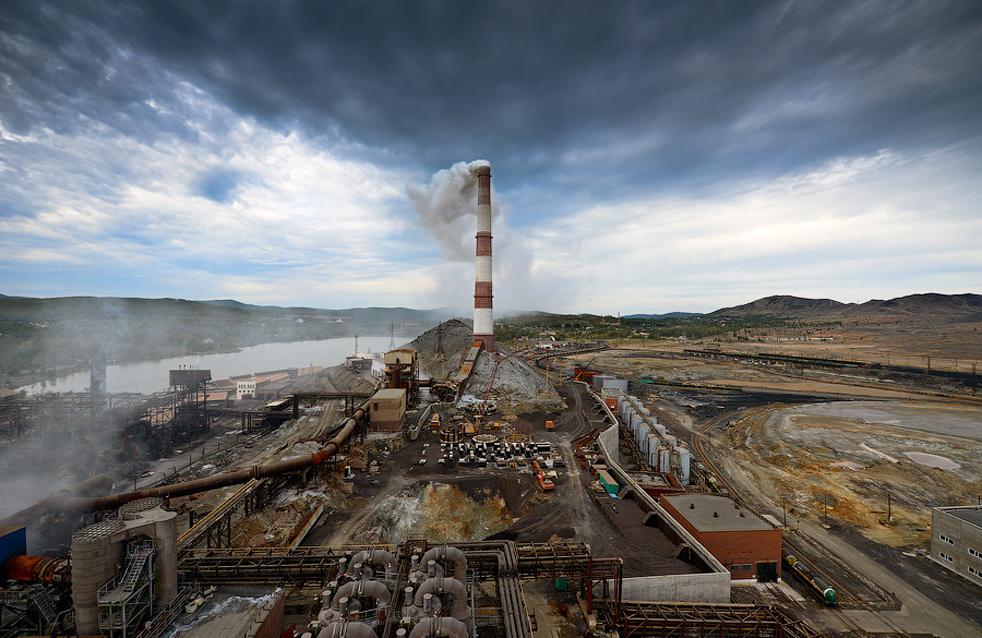"""""""Карабашмед ЗАО"""" се намира в град Карабаш, Челябинска област. От 2004 г. предприятието се управлява от Руската медна компания (РМК)."""