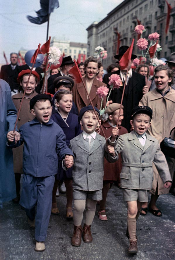 In 1992, the name was changed to Spring and Labor Day, but it still remains a national holiday. / May 1 demonstration in the streets of Moscow, 1960