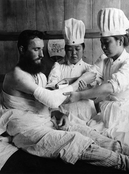 日本の軍病院で治療を受ける負傷したロシア人